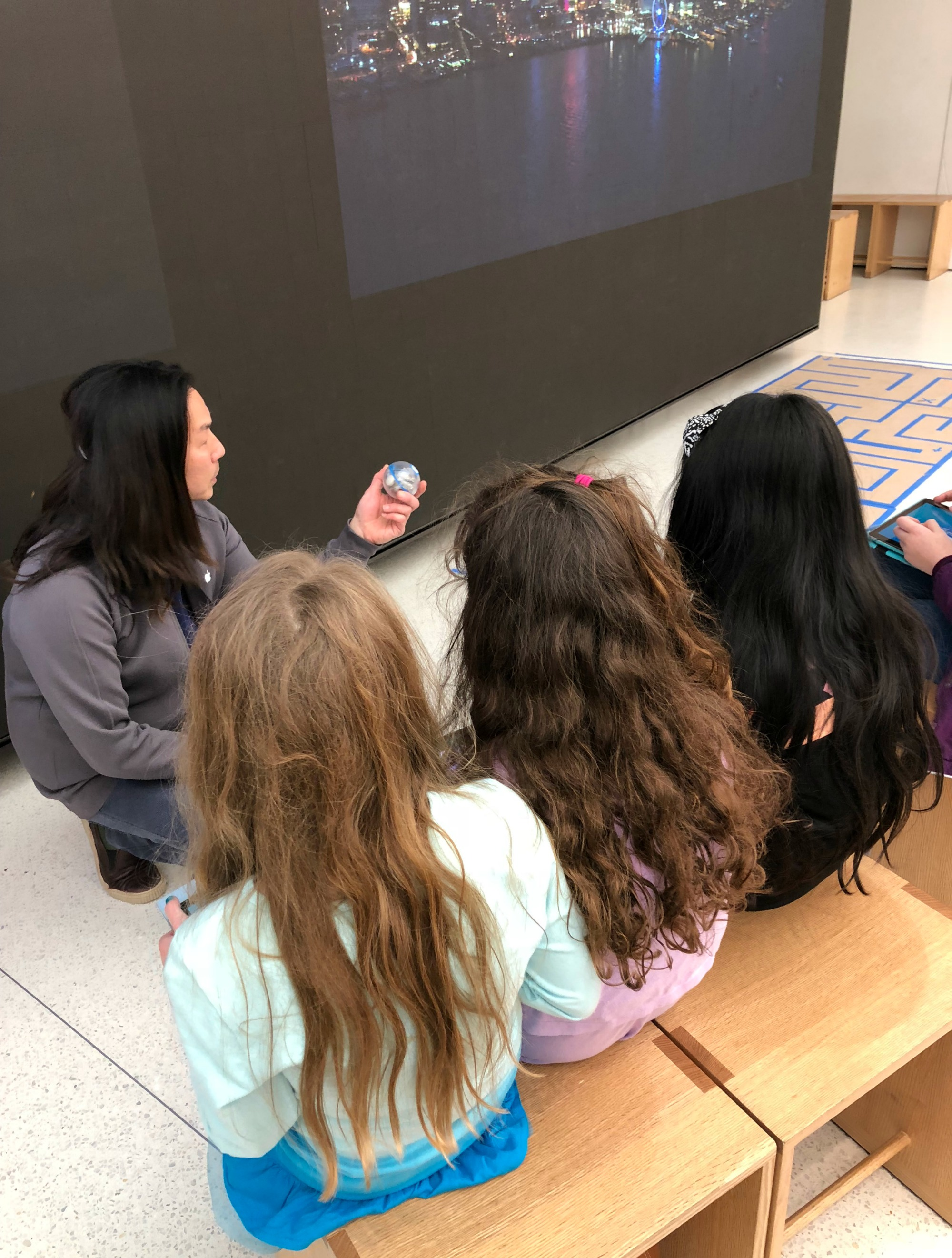 Girl scouts Apple Store